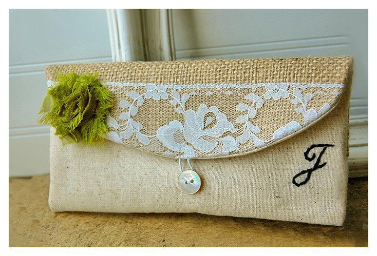 Свадьба - burlap lace wedding, clutch purse, bridesmaid clutch, rustic wedding, shabby chic, choose flower color, Personalize, Bridesmaid gift