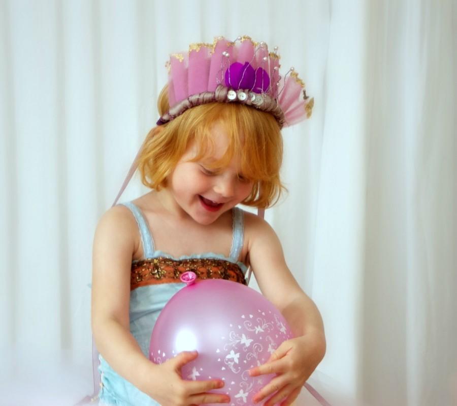 Свадьба - Mauve pearl wedding or flower girl crown. Bohemian pearl fascinator.  Lilac and gold leaf woodland crown. Pearl wedding headpiece.