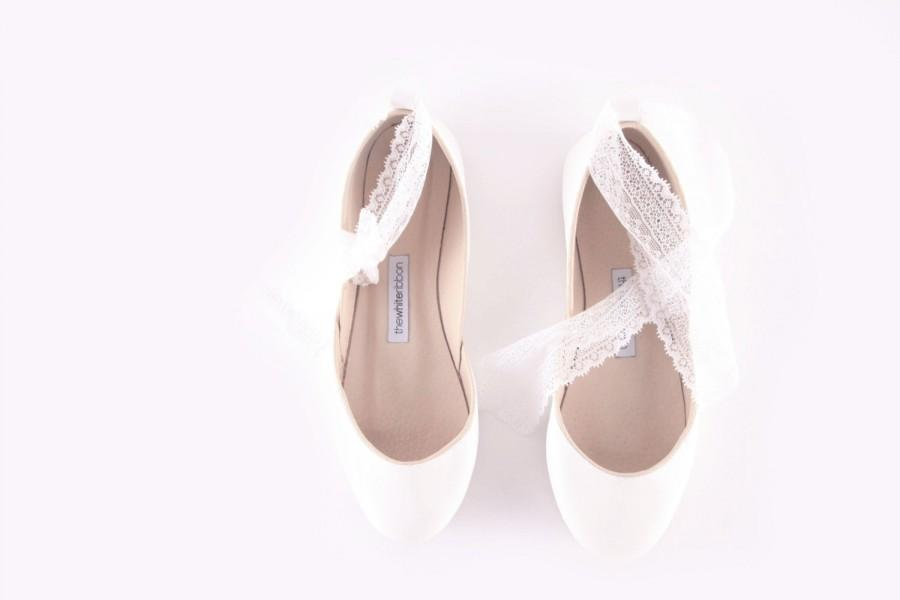 Свадьба - White Wedding Ballet Flats with Lace-up Ribbons