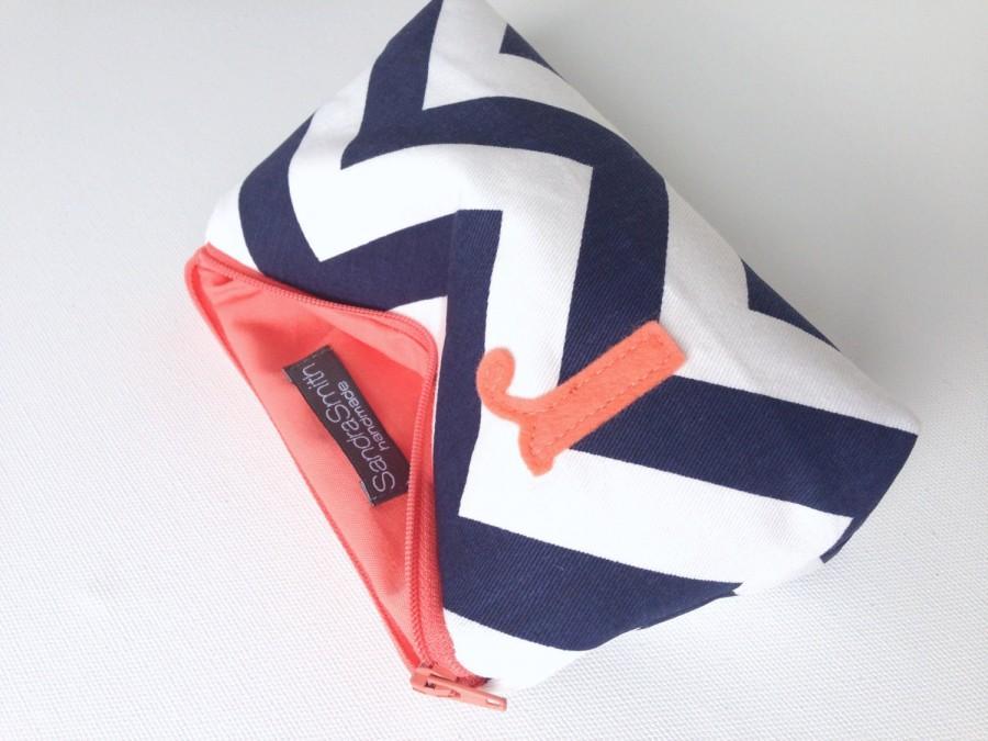Свадьба - Initial Cosmetic Bag // Coral & Navy Chevron