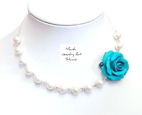 Mariage - Bridesmaid Necklace with Turquoise roses flower Necklace Wedding White pearls Necklace floral rose necklace. Necklace beach wedding