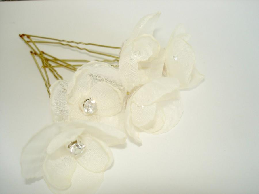 Hochzeit - White Hair Flower Ivory Wedding Hair Piece, Crystal Wedding Hair Accessories, Wedding Hairpiece, Bridal Hair Pins, Set of Five Small Flowers