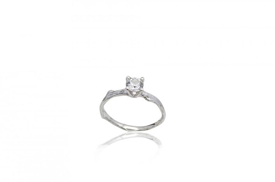 Mariage - White Sapphire Twig Engagement Ring