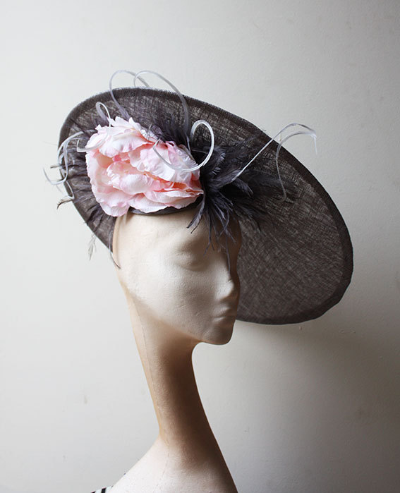 Mariage - Grey & Pink Large 18 inch Saucer hat - Stand out in this striking headpiece, great for weddings and races, can be made in other colours