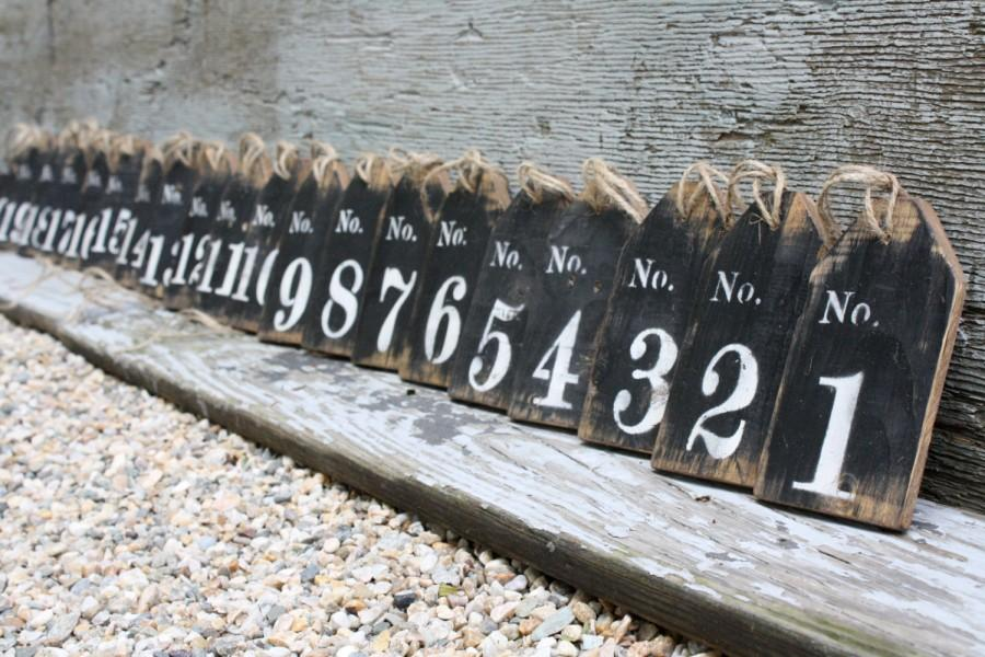 Свадьба - FREE SHIP Set of 15 Distressed Rustic Large Wood Wedding Table Numbers Basket Tags Sign