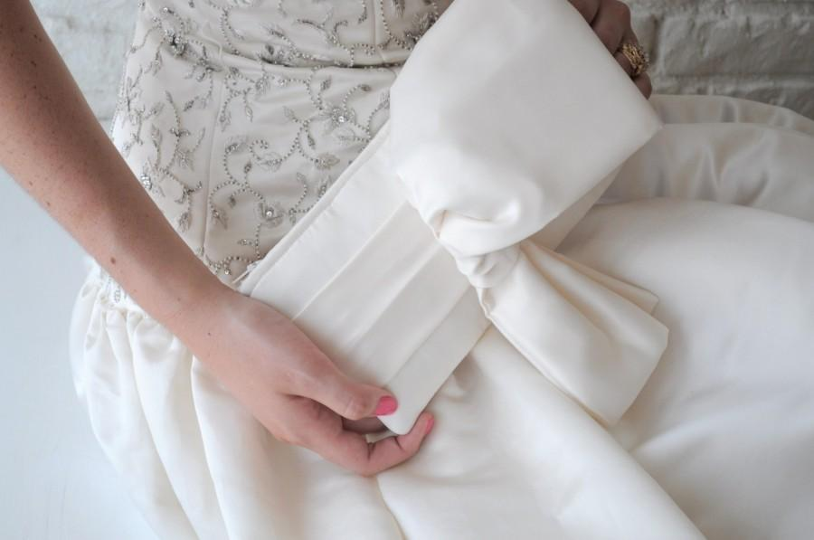 Mariage - Ivory Bridal Clutch - The Christine Clutch in ivory duchess satin, wedding purse, big bow bag, bride accessory,big day, off white, low shine