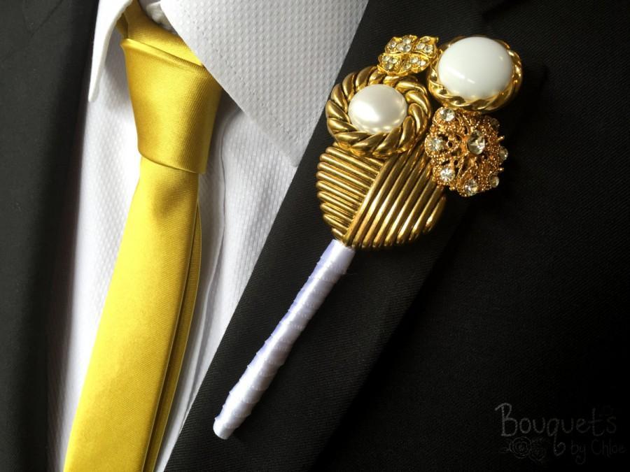 Свадьба - Gold Buttonhole, Wedding Buttonhole, Boutonniere, Mens Wedding Boutonniere, Lapel Pin, Mens Lapel Pin, Gold Lapel Pin, Lapel Flower, Groom