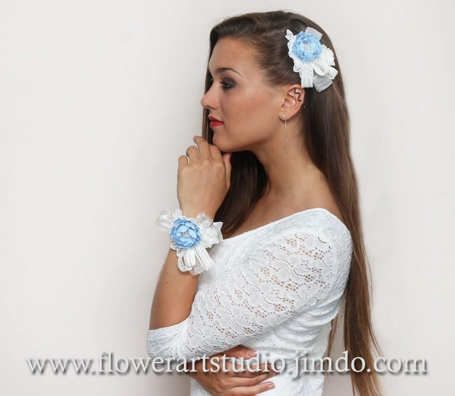 Hochzeit - CUSTOM COLOR, Blue and Ivory lace wedding flower, Wrist Corsage With Flowers, Fabric and Lace Hair Flower Clip, Bridesmaid Hand Wrapper.
