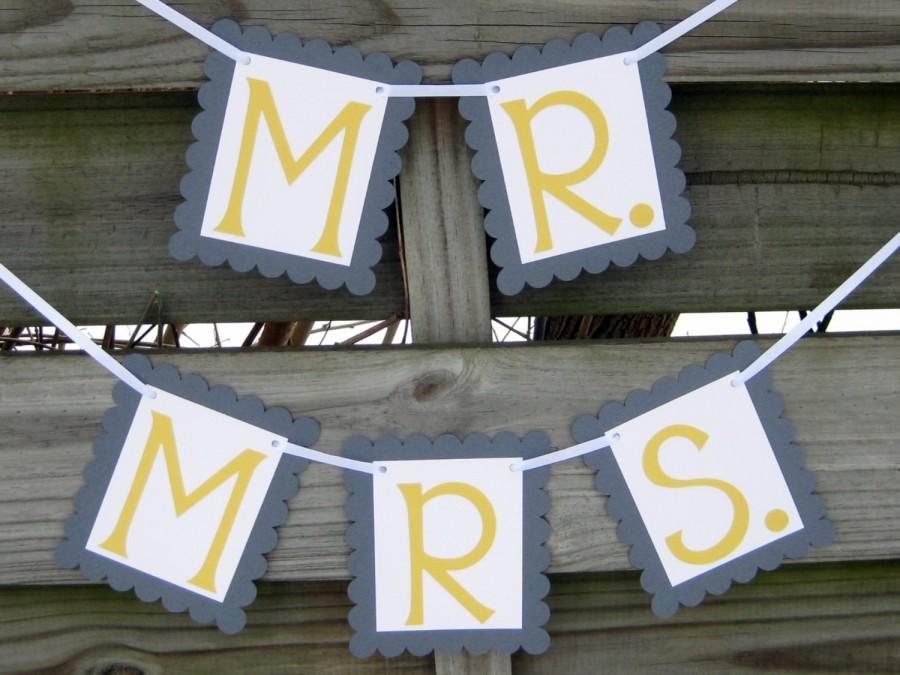 Mariage - Grey and Yellow Mr. and Mrs. Banners - Wedding Photo Props or Chair Signs