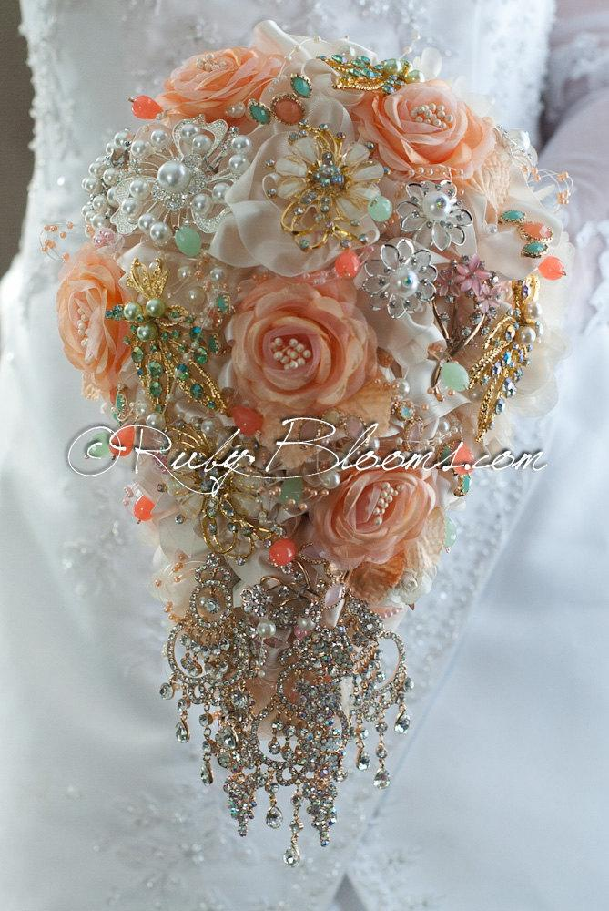 "Mariage - Cascade Peach Wedding Brooch Bouquet.""Peach Sonet"" Soft Tones, Pale Peach Cascading Brooch Bouquet. Cream Bridal Broach Bouquet, Ruby Blooms"