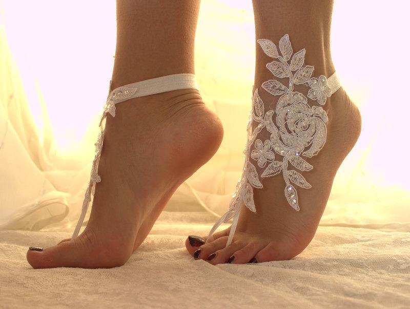 Свадьба - White Lace Barefoot Sandals, Wedding Anklet,NudeShoes, Foot Jewelry,Beach WeddingBarefoot Sandals ,Bridal  Anklet Bridesmaid Anklet