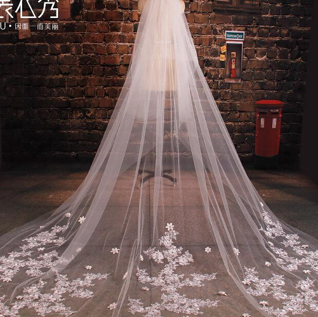 Свадьба - Luxury wedding veil Cathedral veilBridal veill off white veil  lace veil two tiers veil with comb ivory veil in handmade 3.5meter
