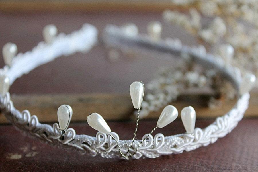 Свадьба - Retro Bridal Headband, Vintage Head Piece, Bachelorette Tiara, Pearl Hair Band, Pearl Tiara Headband, Pearls Tiara Crown, Bachelorette Halo
