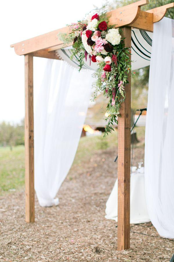 Wedding - Glamour And Rustic Combine For A Breathtaking Barn Affair In Pennsylvania