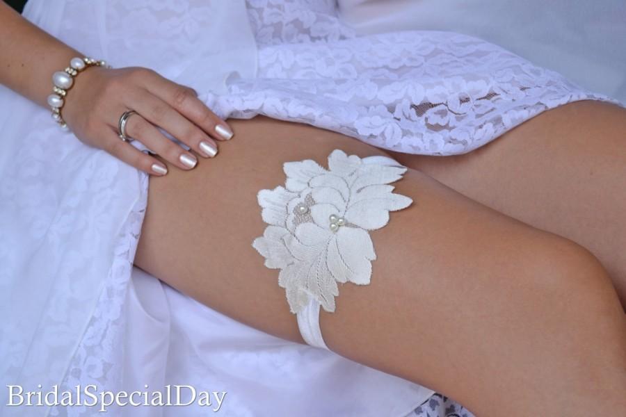 Hochzeit - Wedding Garter, Wedding Garter Set, Ivory Lace Garter, Wedding Garters, Handmade Garter, Bridal Garter Set, Ivory  Bridal Garter, Garters