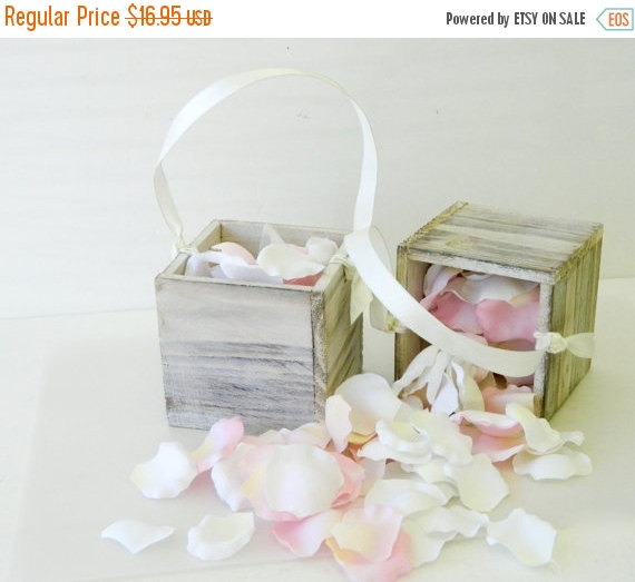 Mariage - 10% off ends at 5pm Sun. Flower Girl Basket + White Distressed Wood Flower girl basket Rustic Chic Wedding- Flower Girl Basket w/ ribbon han