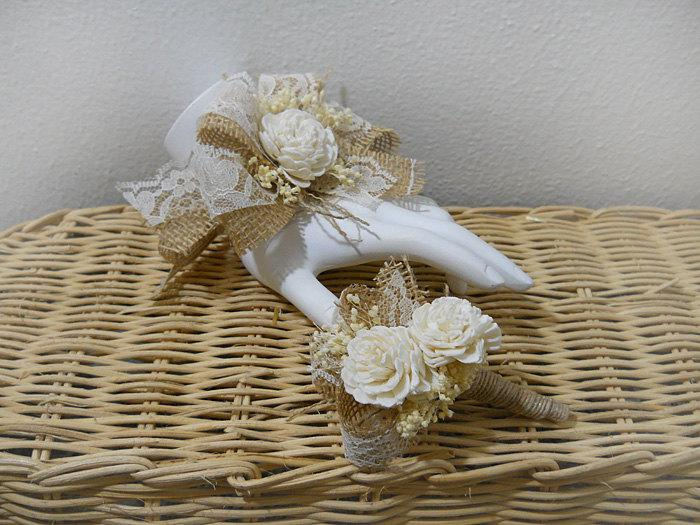 Mariage - Wrist Corsage and/or Boutonniere, Sola Flowers, Burlap, Lace, Babies Breath & Jute Ribbon. Made to Order.