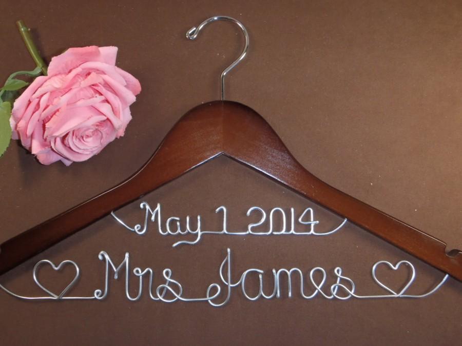 زفاف - Bridal Hanger with Date & Hearts for your wedding, Personalized custom bridal hanger, brides hanger, Bridal Hanger, Wedding hanger, Bridal