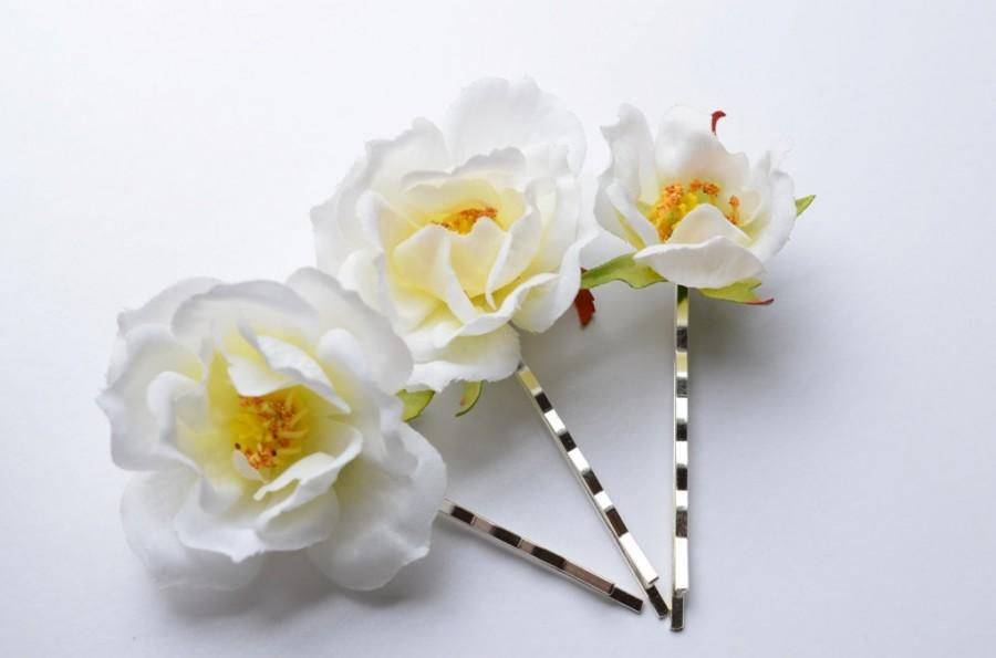 Wedding - White Flower Bobby Pins, White Roses Clips, Wedding Accessories, Boho hair blooms, Hair accessories, Bridal Hair