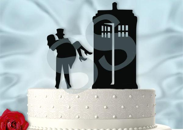 Hochzeit - Carry the Bride to the Tardis Dr Who Inspired Wedding Cake Topper