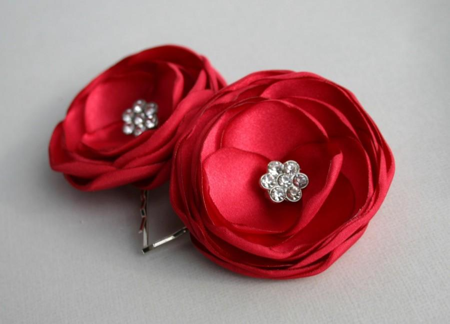 Свадьба - Red Flowers For Hair, Ruby Red Flower Hair Clips, Bridal Flower Hair Pins, Red Wedding Accessories, Bridesmaid Hair Piece, Flower Girl Clip