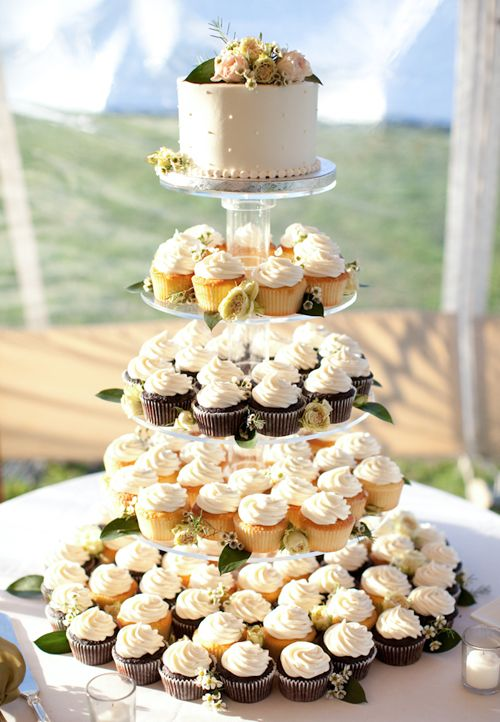 An Elegant, Laid-Back Wedding At The Allen Farm In Martha\'s Vineyard ...