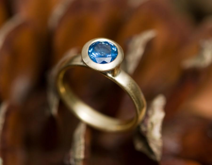 Свадьба - 18k Gold Blue Sapphire Ring - Blue Sapphire Engagement Ring - Solitaire Blue Sapphire Set in 18k Gold - Made to order -FREE SHIPPING