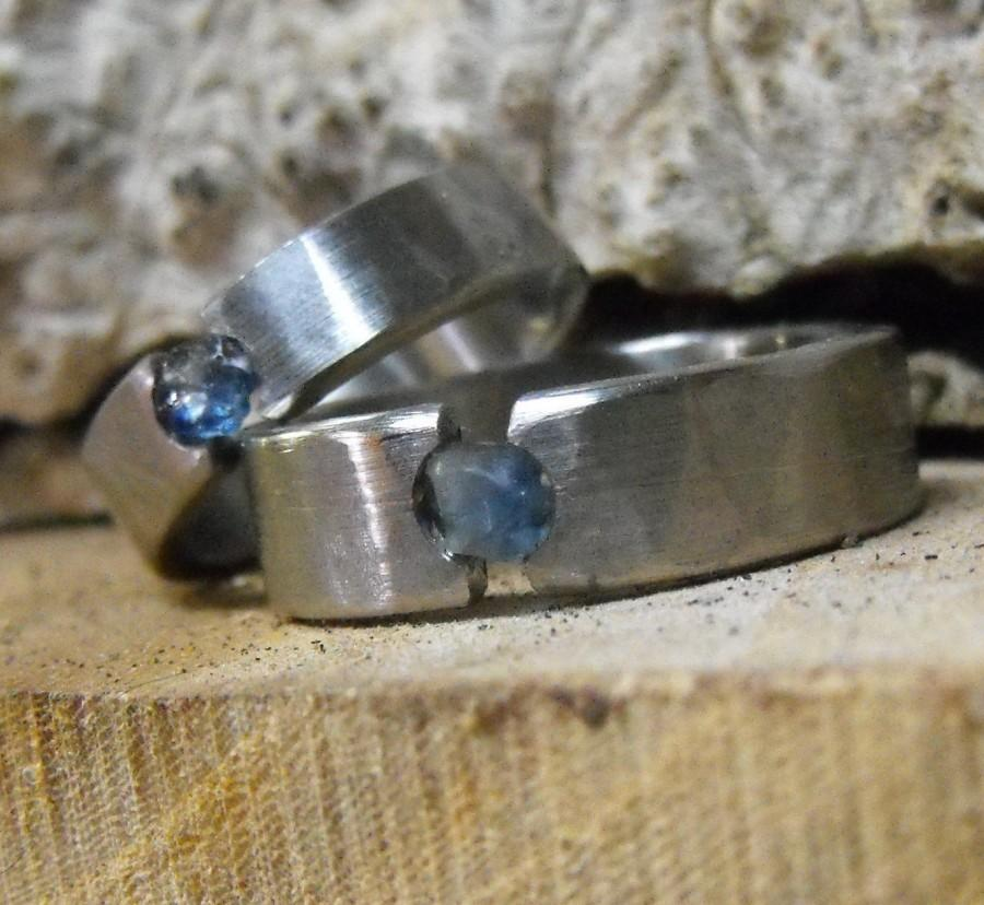 Mariage - Wedding Rings, Titanium Ring, Rough Sapphire Ring, Engagement Ring, Tension Set Ring, His and Hers Rings, Handmade Ring, Distressed Ring