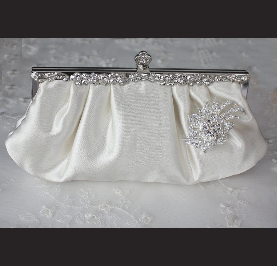 Свадьба - Bridal Clutch - Ivory satin with Swarovski Crystal brooch