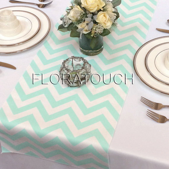 Mariage - Mint and White Chevron Zigzag Wedding Table Runner
