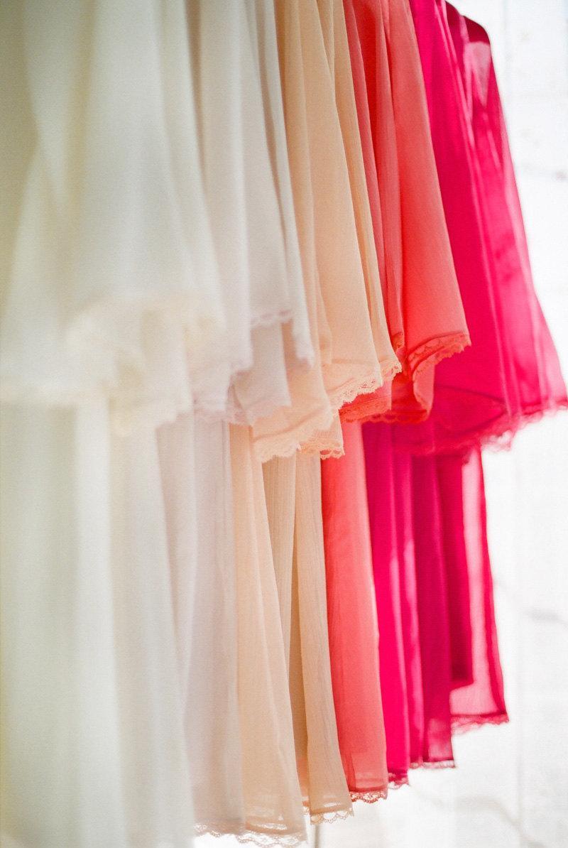 زفاف - An Ombre wedding. 4 custom lace trimmed chiffon robes in a knee length. Lace bridesmaids robes Lace bridal robe. Wedding robe.