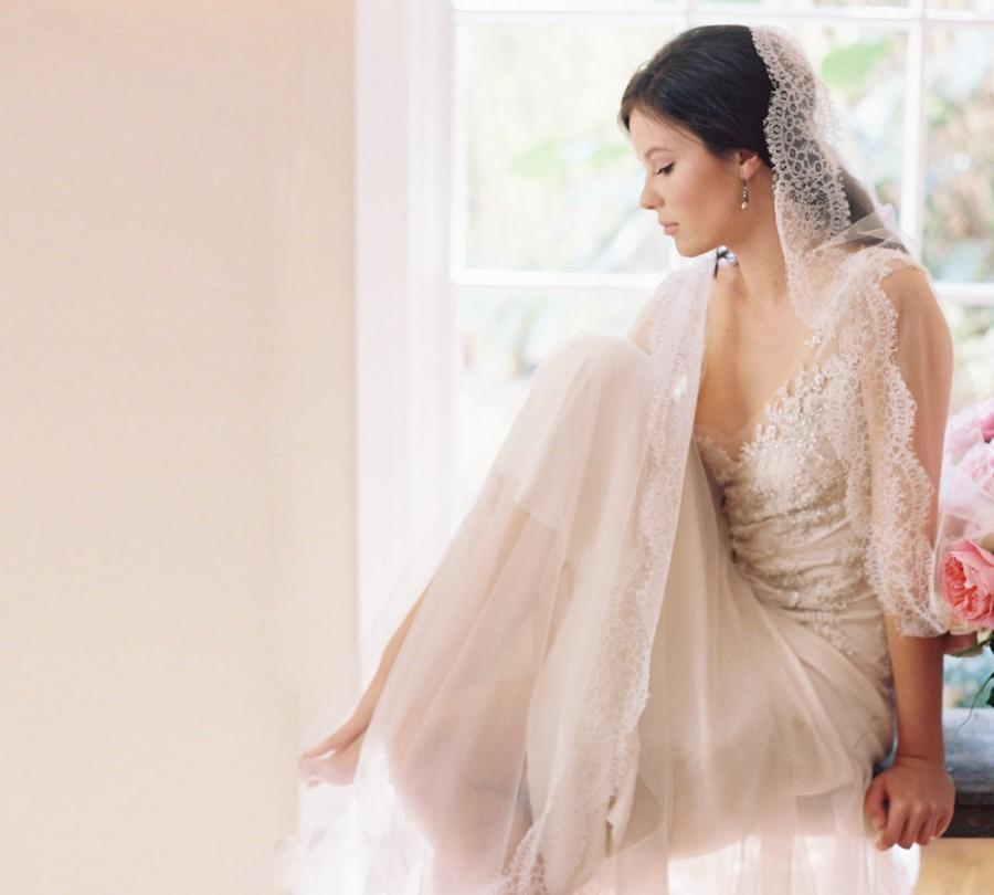 Mariage - English silk tulle blusher bridal veil, French Chantilly lace -Style Duchesse 1990