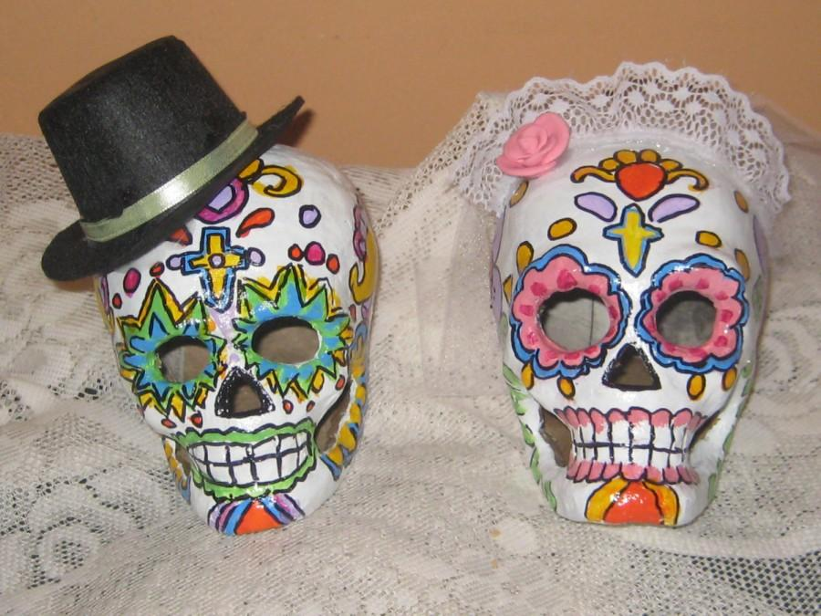 Свадьба - Day of the Dead/Sugar Skull Paper Mache Cake Topper /Bride and Groom Skulls/ Day of the Dead Wedding/Halloween Wedding