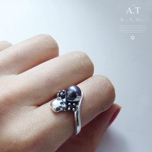 Mariage - Niger Pearl -   silver ring black pearl, natural black sea pearl / Steampunk / Biomechanics / Giger / black pearl