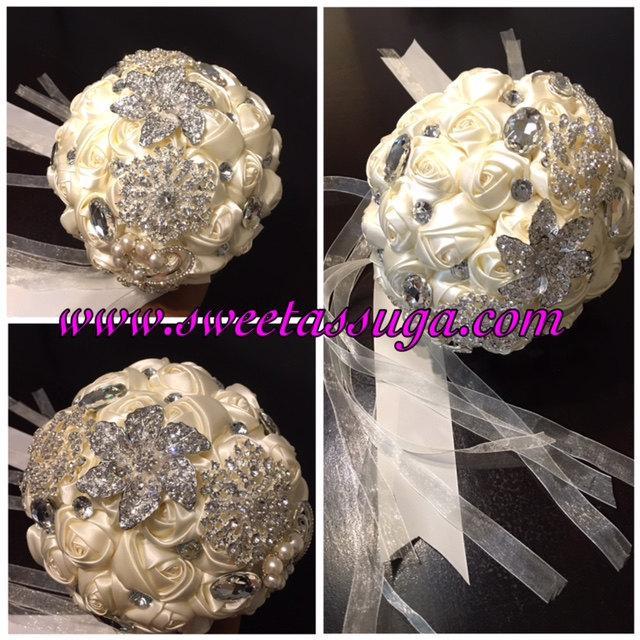 Mariage - Ivory Silver Brooch Bouquet, Wedding Brooch Bouquet, Bridal Bouquet, Crystal Rhinestone Silk Rose Bouquet, Crystal Brooch Bouquet, Bouquet