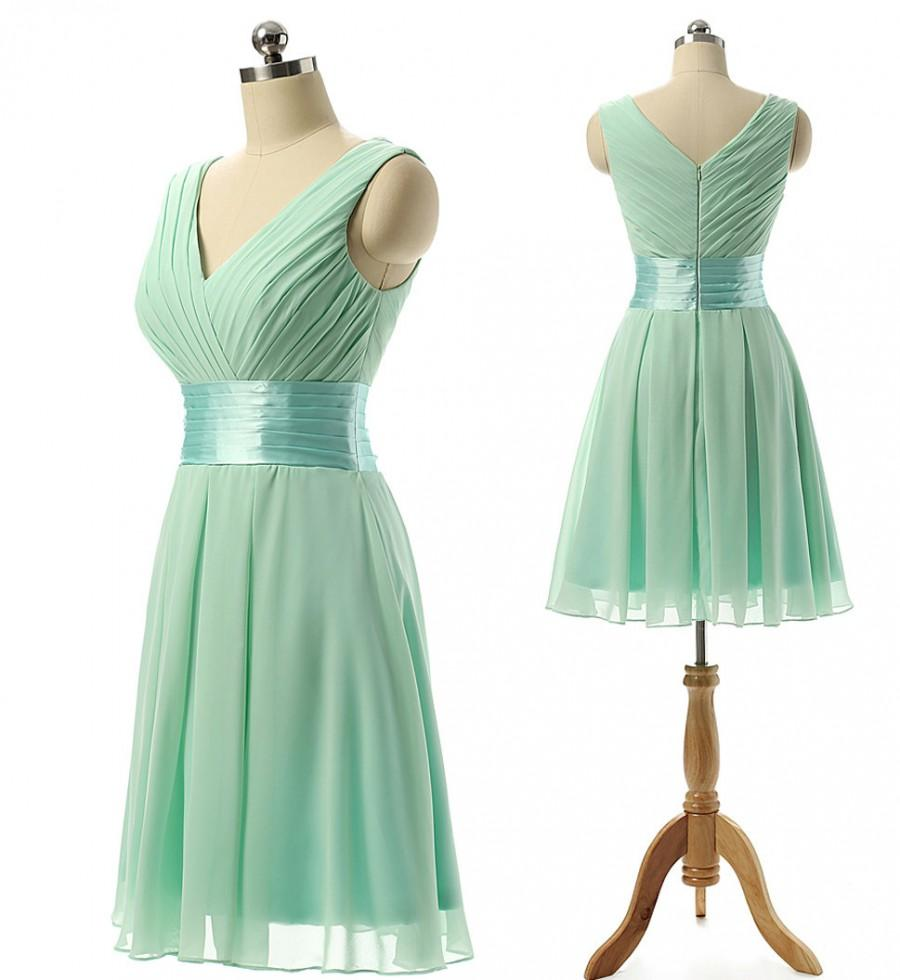 Short Bridesmaid Dress Mint Green Pleated Top V-cut Neck and Back Empeir  Waist Knee Length Chiffon Simple Bridesmaid Gown f8687f7085bd