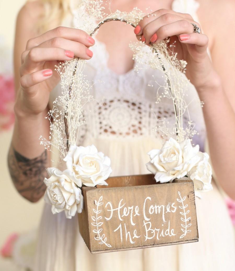 زفاف - Here Comes The Bride Rustic Flower Girl Basket Barn Wedding Baby's Breath Paper Roses (Item Number MMHDSR10004)
