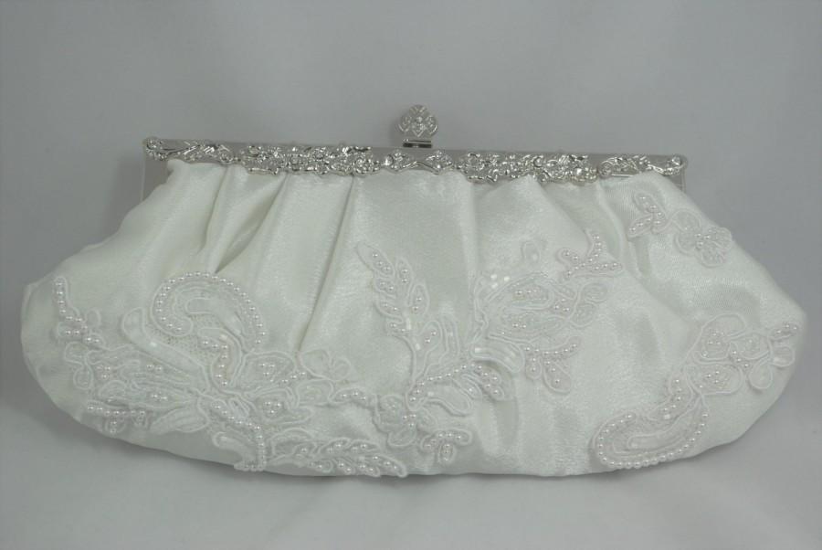 Свадьба - Lace Bridal Clutch, Pearl Wedding Handbag, White Lace Bridal Handbag, Pearl Clutch, Lace Clutch, Bridal Shower Gift, Beaded Wedding Clutch