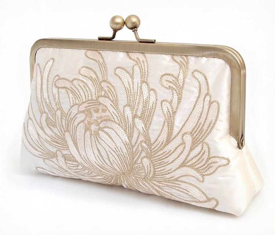 Mariage - clutch bag, embroidered silk purse, wedding clutch, bridesmaid gift, IVORY CHRYSANTHEMUM