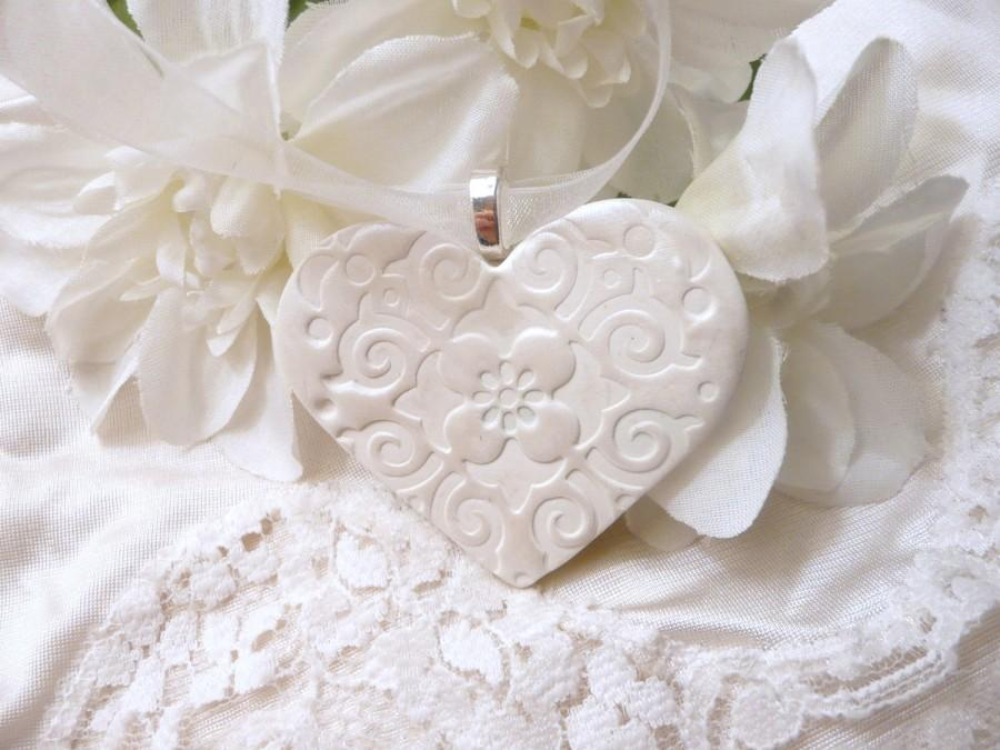 Mariage - Wedding Bouquet Charm, Handmade White Heart, Keepsake Ornament, Bride Gift, Bridal Party, Wedding Decoration, handmade polymer clay