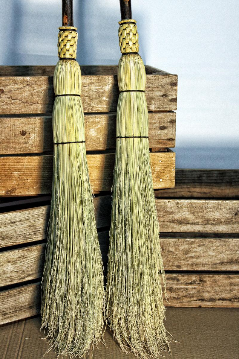 Mariage - Rustic Wedding Broom - Natural Branch Handle Besom - Traditional Round Sewn Broom
