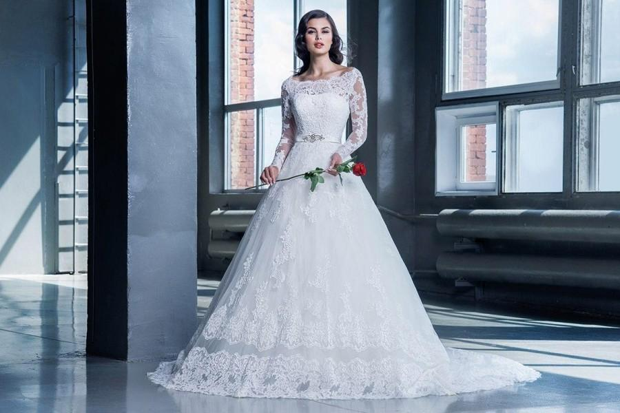 1becc0126d9 Vintage Lace Plus Size Wedding Dresses 2016 Beads Vestido De Novia A Line  Scoop Long Sleeves Princess Arabic Dubai Elegant Bridal Ball Gowns Online  with ...