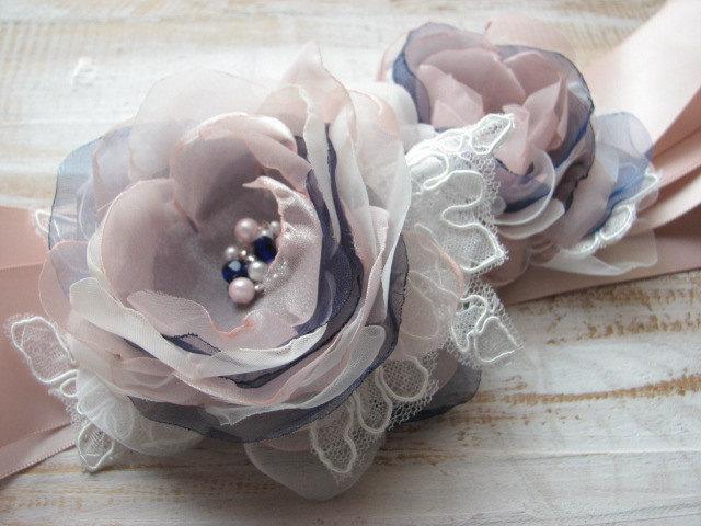 Mariage - Blush wedding sash Wedding sash Blush ribbon sash Blush navy wedding Navy blue wedding Ivory lace sash Wedding lace sash Wedding blush dress