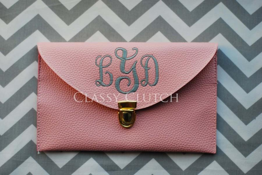 Mariage - Personalized Bridesmaid Gift Monogrammed Clutch Envelope Clutch Light Pink Clutch Monogrammed Gift idea  Graduation Gift Personalized Purse