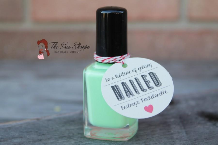 """Mariage - GETTING NAILED - Favor Tag for Bachelorette Party or Bridesmaids Gift - 1.5"""" Diameter"""