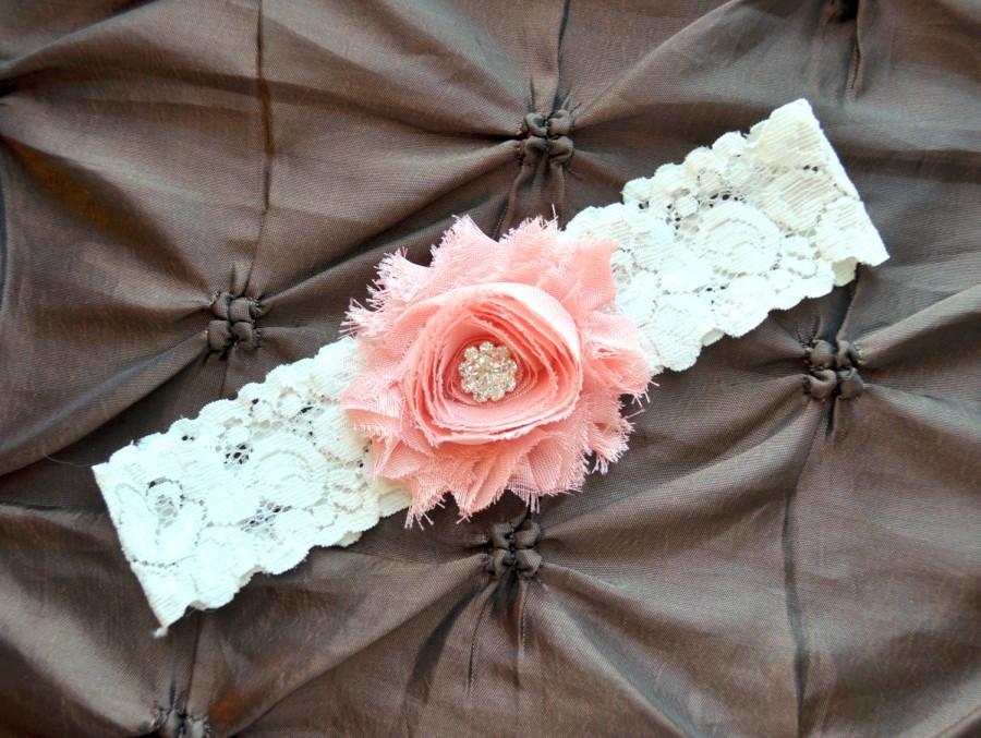 Свадьба - Wedding Garter, Bridal Garter - Lace Garter, Toss Garter, Shabby Chiffon Rosette Vintage Peach, Ivory Lace Wedding Garter, Custom Garter