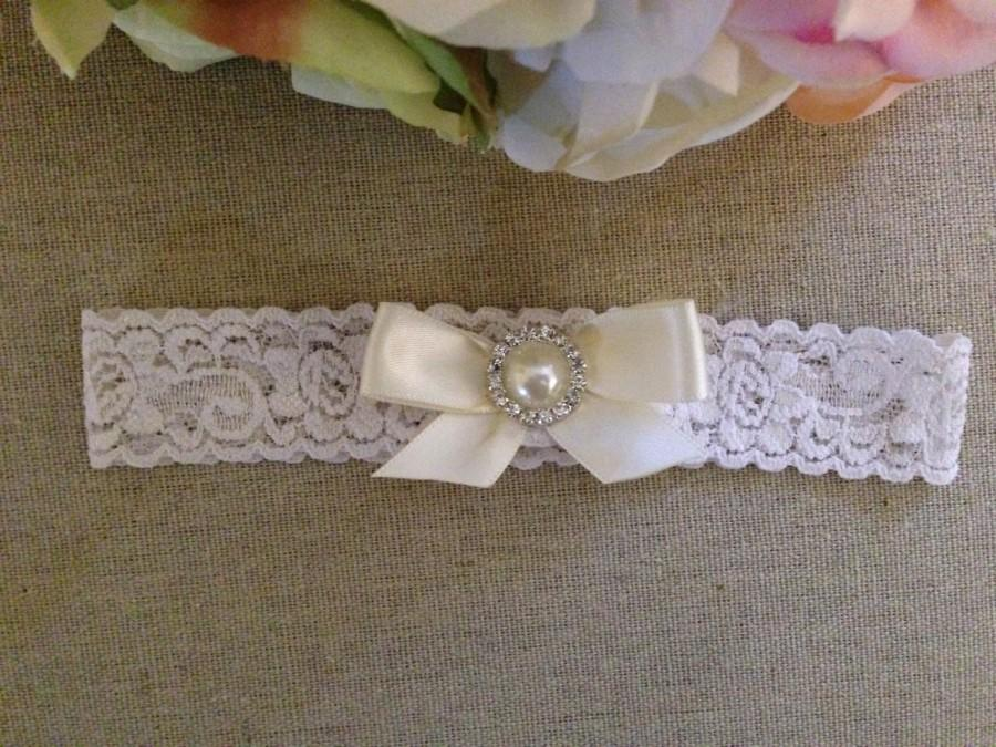 Hochzeit - Wedding Garter - Bridal Garter - Toss Garter - Ivory Lace Garter with Satin Bow and Pearl