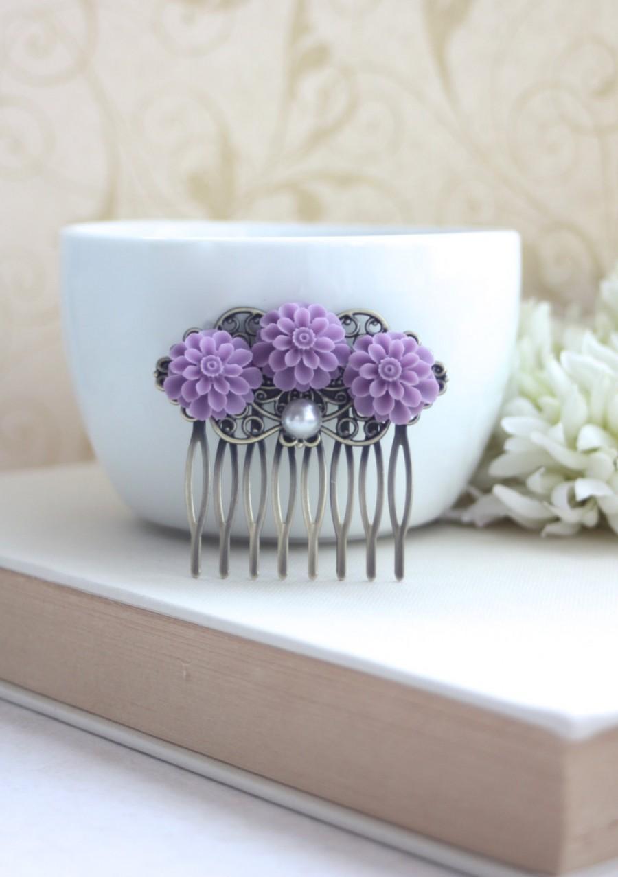زفاف - Lilac Purple, Lavender Purple Mum Flower, Pearl Antiqued Brass Hair Comb. Bridesmaid Gift. Lilac Hair Comb. Fall Rustic Purple Wedding. Sis