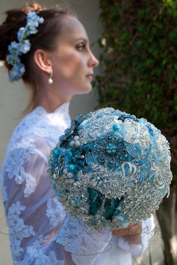 """Свадьба - Jeweled Blue Diamond Wedding brooch bouquet. """"Something Blue"""" Crystal Heirloom Bouquet, Silver Blue, Bridal Broach Bouquet, by Ruby Blooms"""