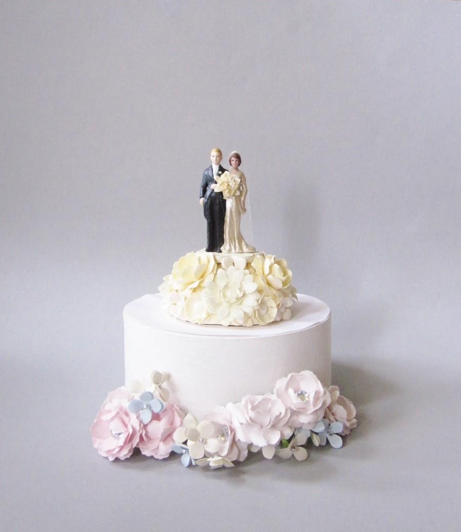 Hochzeit - Vintage Inspired Wedding Cake Topper